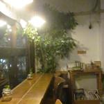 niji cafe - 窓際はカウンター