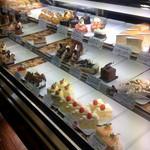 洋菓子のファームソレイユ - ショーケース
