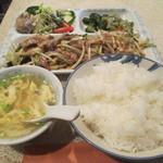 中華居酒屋 青葉 - 肉野菜定食 800円