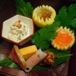 北新地 湯木 - 鯛の煮こごり、いくらの醤油漬け、春菊の白和え松の実添。合鴨ロースト、クルミ鴨。サーモンのレンコン巻き