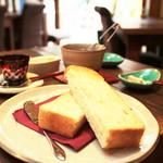 カフェ 火裏蓮花 - トーストセット (紅茶) (550円)