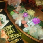 和食個室×しゃぶしゃぶ鍋 にっぽん市 - 7種のお刺身花畑盛り(1380円)