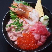 海鮮丼 大江戸 - 大江戸4点丼(なかおち・イクラ・エビ・ネギトロ)