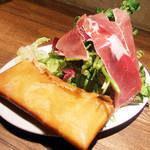 22778448 - ロマーノチーズのサラダ(1365円)