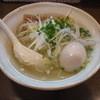 麺 中中 - 料理写真:煮玉子塩らーめん(690円)のハーフ(640円)
