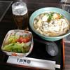 三国一 - 料理写真:まいたけ天ぷらうどん(サラダ付き)850円+グラスビール400円