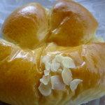 ラ パンセ - 手にペったリ吸いつくクリームパン。