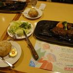 炭焼きレストランさわやか - げんこつハンバーグとサラダ、パンのセット