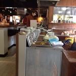 天ぷらの山 - BOX席から厨房を見たらこんな感じ