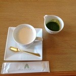 翆 - 抹茶ラテ  抹茶は別容器に入っているので自分好みの濃さに調整ができます。