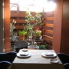 Restaurant Le premier - 内観写真:中庭の見えるプチVIP