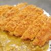 サンキューカレー - 料理写真:注文を受けてから店内で揚げるトンカツ