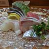 きたむら - 料理写真:【一品目】 刺身 少しねかせた鮃、食感のしっかりした勘八、済州島の真鯖の〆鯖など