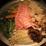 東京豚バザール - 美肌コラーゲン鍋