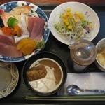 八千代 - 料理写真:海鮮丼¥700
