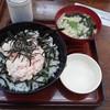 しるや - 料理写真:サケトロ丼 890円