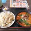 順徳 - 料理写真:セットメニューの坦々麺とニンニクチャーハン。