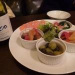 ワインカフェ用賀 - 前菜の盛り合わせ