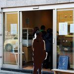 吉田パン - 行列と外観