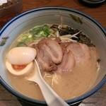 麺や純氣 - 11月4日(連続ランチ1日目)肉入りそば(930円)+半熟卵(100円)という内容です。