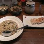 麺や純氣 - 11月5日(ランチ2日目)。特製うまかチャーハン600円を大盛(100円増し)+半餃子(250円)という内容です。