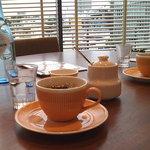 マクロビカフェ - ゆったりしたテーブル