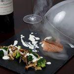 パティスリー カフェ ミツキ - 料理写真:本格的な一品『サーモンのスモーク 野菜と一緒に』