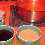 しゃぶ叙 - しゃぶしゃぶの鍋とつけだれ2種