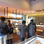 ブーランジェルクール - 店内は大勢の客で賑わっています(2013年12月)