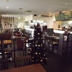 洋食屋クローバー - 店内は、すっかりクリスマスバージョンです