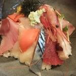 おさかな処 かね吉 - 海鮮丼、酢飯じゃない!