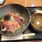 おさかな処 かね吉 - 海鮮丼890円