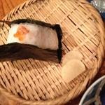 おひつ膳 田んぼ - おにぎり(鮭、いくら)