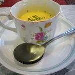 キッチン森本 - 初めはコーンスープ