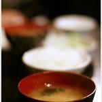 牛庵 - ゴハン、お味噌汁、サラダ