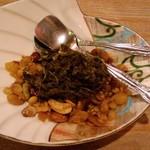 まる - ラフェ(ミャンマーの茶葉料理)