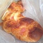 ルパンナ - 玉ねぎとチーズのパン200円