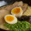 なりよし - 料理写真:厳選素材を巧みに使った旨み溢れる「島」のとんこつラーメン!
