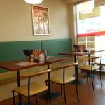 東秀 - テーブル席