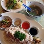23151855 - 茹で鶏のプレート、ピクルス、3種のソース、スープ