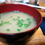 魚・肴・処 ひでまる - 賄い丼に付く味噌汁