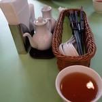 菩提樹 - (2013/10月)ランチ時のテーブルとお茶とお箸