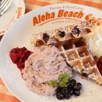 アロハビーチカフェ - アサイーホイップたっぷりのベリーワッフル