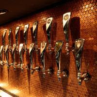 クラフトビールが24タップ。選りすぐりビールが揃ってます。