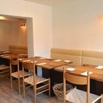 ブラッスリー クー - ◆白を基調としたオープン仕立てのクリーンなお店です♪