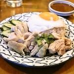 プーピン - カオマンガイ(Mサイズ1,200円)タイ風チキンライス