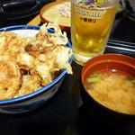 23234905 - 野菜天丼500と生中ジョッキ1杯目(笑)390円