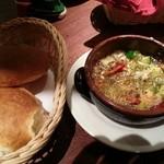 バルサバルサ - 海老のアヒージョと、パンを