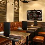 ビストロ オリーブ - 店内はクラシックな雰囲気の店内で綺麗ですよ。お友達やカップルでゆっくりしてくださいね。