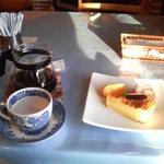ブルーカントリー - 料理写真:ホットコーヒー450円、ケーキセット+100円